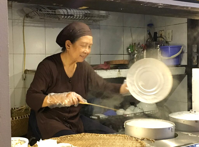 How to Cook Banh Cuon