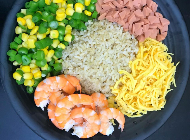 Ingredients to cook fried rice
