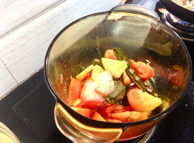 Making Hanoi Sweet and Sour Soup