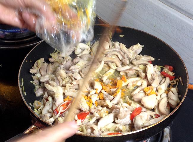 Stir frying chicken