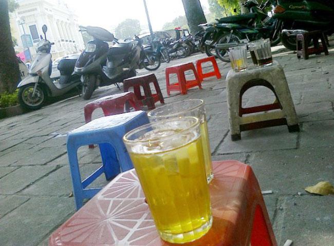 sidewalk iced tea Hanoi